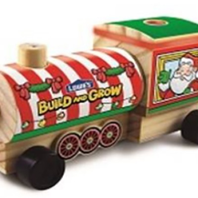 Lowes: Free Holiday Train Engine